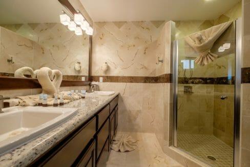 27 Belvoir South 2-4 Master Bathroom
