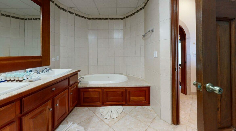 Grand-Caribe-Ocean-Front-A2-Bathroom